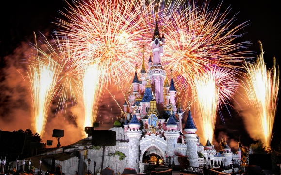 fireworks-at-disneyland-paris-france-1680x1050-wide-wallpapers.net.jpg